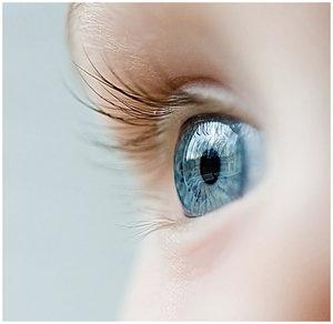Gaiši zilas acis  mēdz būt... Autors: mazaaph Paskaties acīs :)