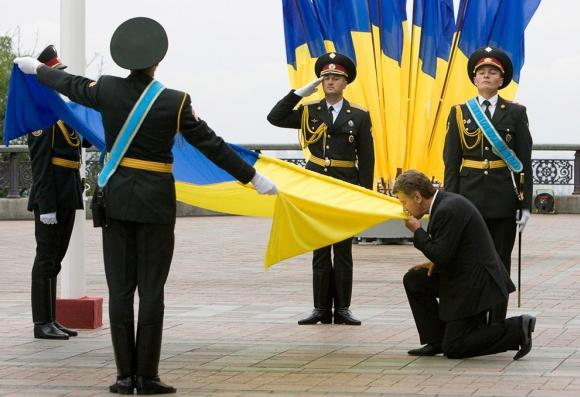 Ukrainas prezidents skūpsta... Autors: vitux Skūpstu kolekcija
