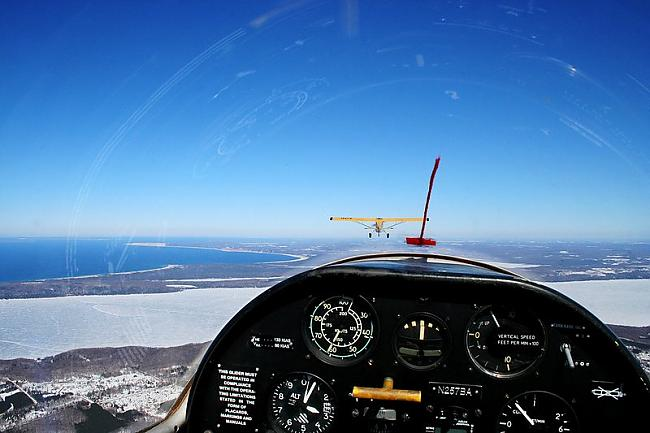 Glider being towed out over... Autors: YOSLOWAG Aviācijas vadības paneļi.