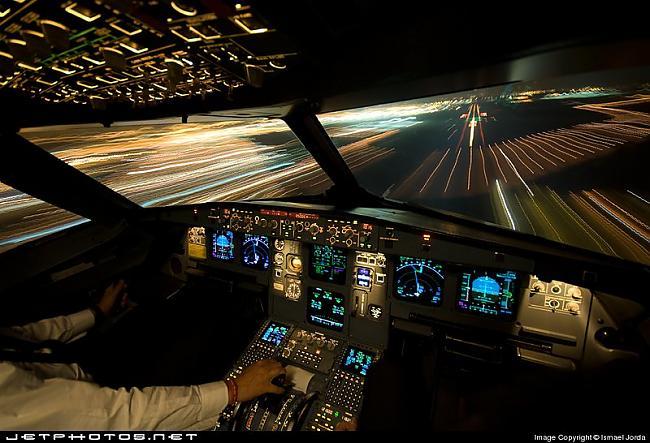 Iberia Airbus A320  214 Autors: YOSLOWAG Aviācijas vadības paneļi.