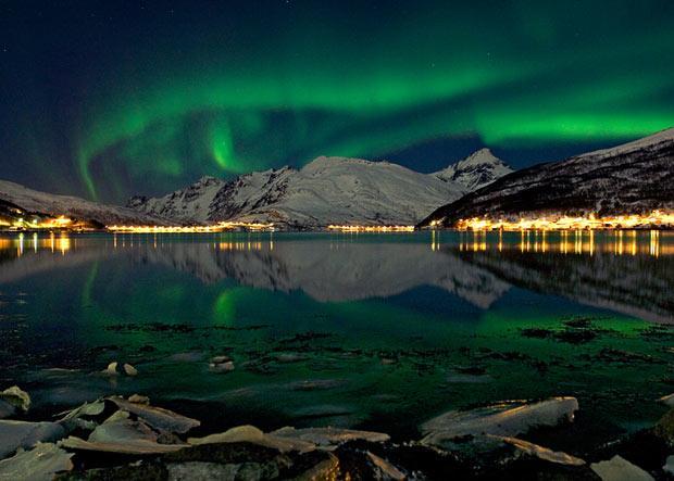 Ziemeļblāzma atspīd Kaldfjord... Autors: KingOfTheSpokiLand Ziemeļblāzma Norvēģijā!
