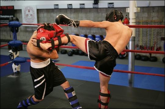 Kikbokss angļu Kickboxing ... Autors: MiniMe Cīņas sports