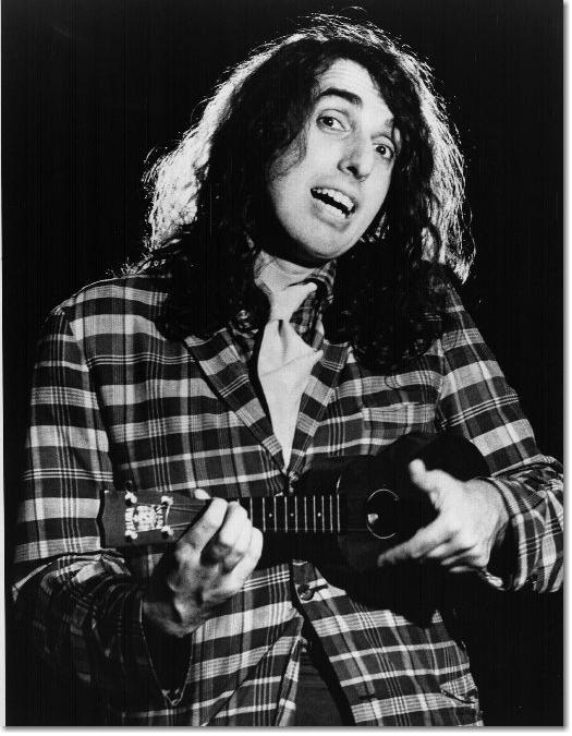 Viņš arī spēlē havajiešu... Autors: Ta_Tur Tiny Tim