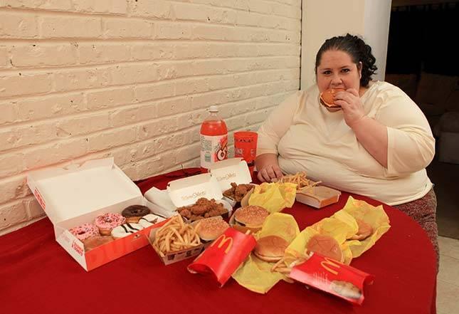 Donnas Simpsones pusdienas ir... Autors: tvixa Viņa vēlas sasniegt 460 kg.