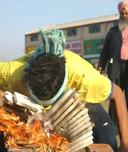 Ar galvu sit dēlīšus Autors: pusniks Mini Olimpiskās spēles Indijā