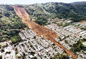 T 09 Zemes nogruvums iznīcina... Autors: bryanlv Top 10 – Dabas katastrofas