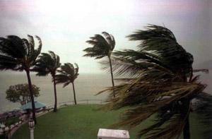 T 05 Spēcīgs ciklons brāžas... Autors: bryanlv Top 10 – Dabas katastrofas