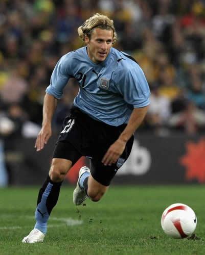1 Diego Forlan  Uruguay Un lūk... Autors: DjOutlaw 2010.gada PČ labākie spēlētāji.