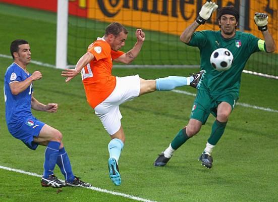 5 Wesley Sneijder  The... Autors: DjOutlaw 2010.gada PČ labākie spēlētāji.
