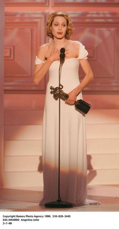 1999 gadā ieguva SAG awards... Autors: UglyPrince Andželīnas Džoli stila evolūcija!