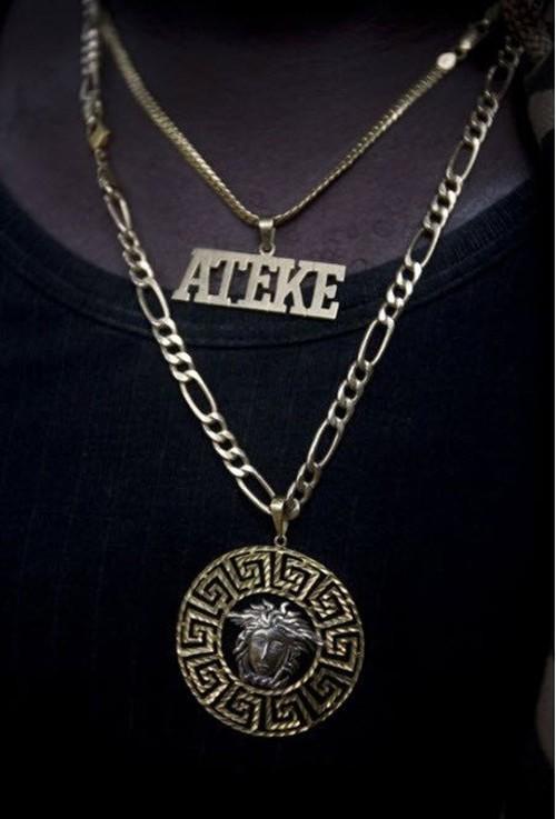Šis zelta simbols apzīmē... Autors: Pirāts Nigērijas naftas pirāti.