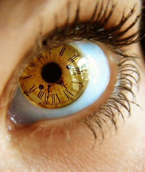 Sieviete mirkšķina acis... Autors: Fosilija Fakti par tevi! 2
