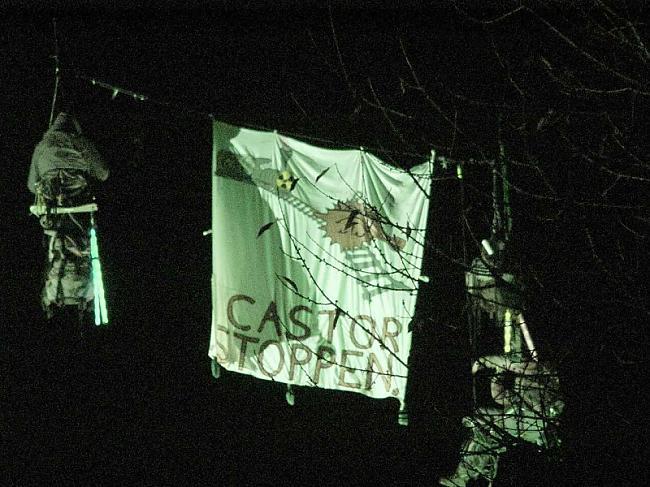 Divu aktīvistu akcija gaisā... Autors: Čeirāne Castor Transport jeb nukleārās kaislības