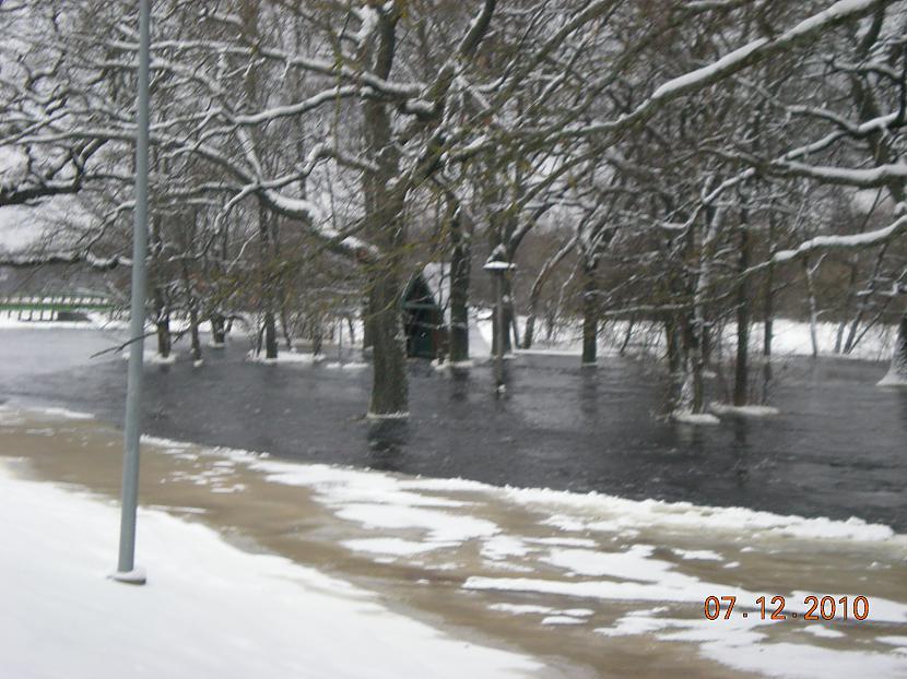 Autors: sluap95 Aiviekstē plūdi.