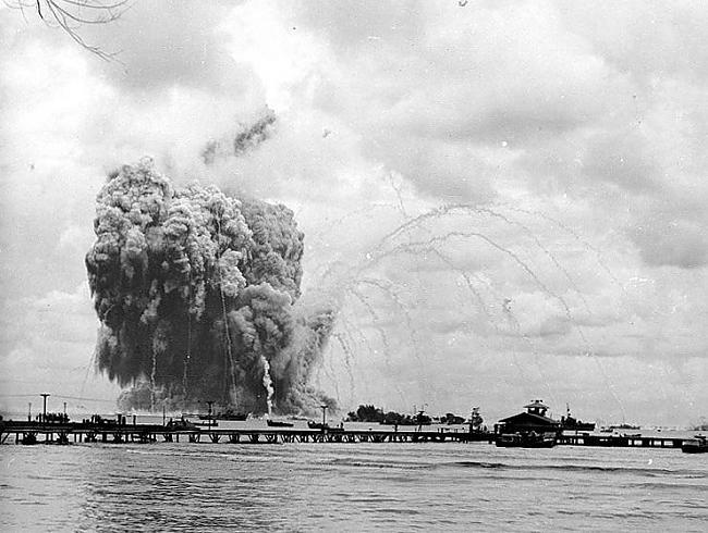 Pēc dažām minūtēm nogranda... Autors: mazza22 pilsēta liesmās! (1944.gads)