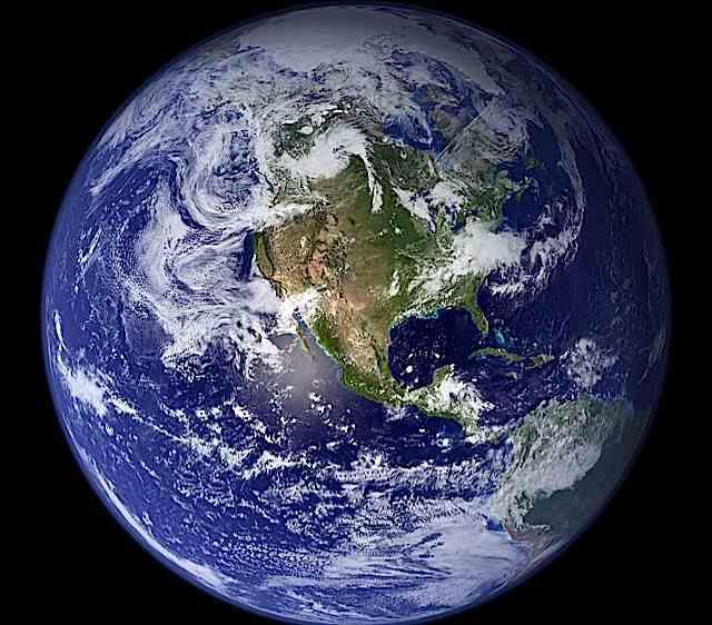 Zeme Līdz pat 16 gs cilvēki... Autors: DonPedro interesanti fakti par Saules sistēmu