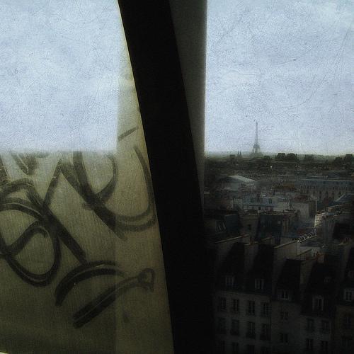 Eifeļa tornis Parīzē ir... Autors: exe Ko mēs uzzinām no Holivudas filmām?