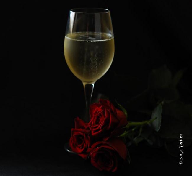 Rozīne iemesta šampanietī... Autors: Tavs Sencis Interesanti fakti par visu ;)
