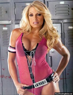 Trish Stratusbijusī WWE... Autors: Fosilija Seksīgākās sievietes restleres