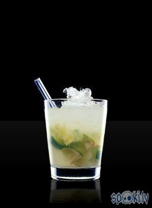 Caipiroska       1 daļa... Autors: zurciits 10 alkoholiskie kokteiļi ar degvīnu!!!!