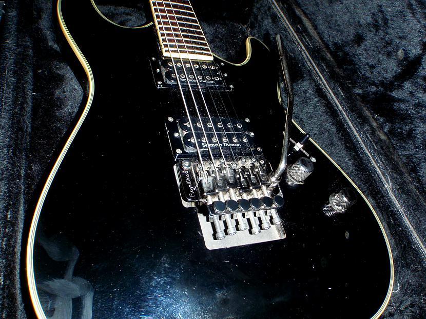 Floyd rose noder jau man kā... Autors: Krizix Krizix's guitar gear.