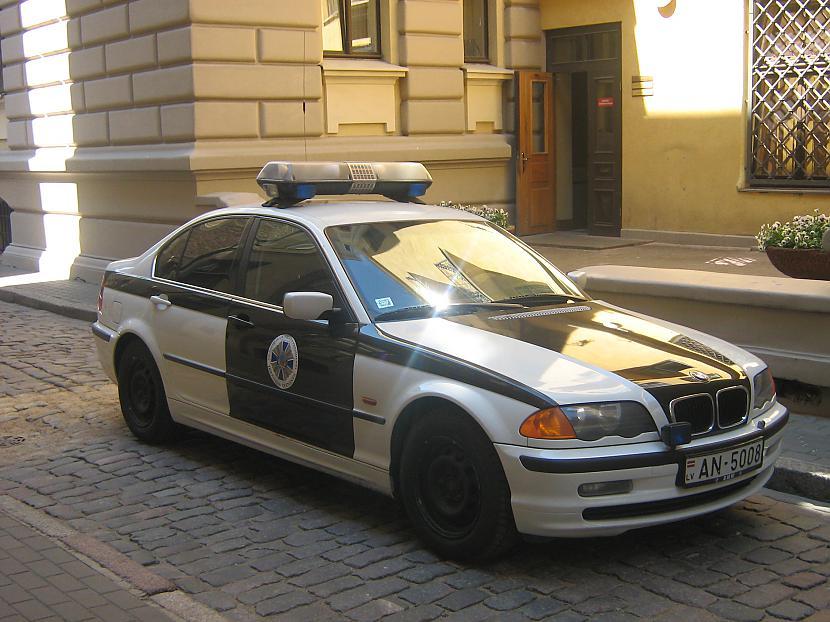 KĀPĒC POLICIJAS AUTOMAŠĪNĀM... Autors: Ajivee Kāpēc? Tāpēc!!