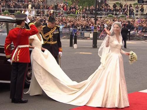 Kāzu kleita bija liels... Autors: dakīijz Karaliskās kāzas. Vai tu to zināji?