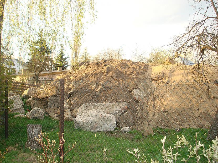 """Kā noskaidroju izrādas māju... Autors: Politikānis """"Everests man kaimiņos""""?"""