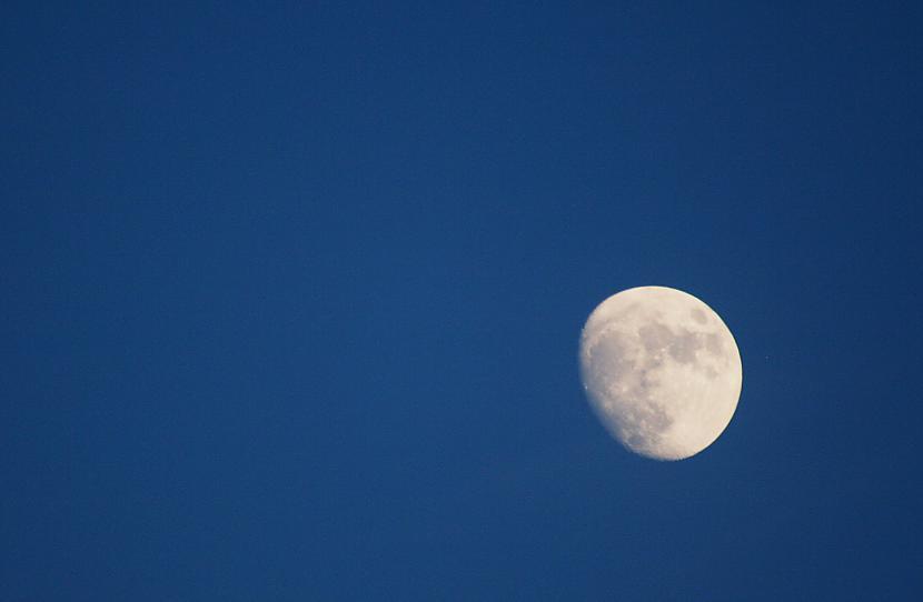 Mēness kas parādās debesīs kad... Autors: fotostudente Mirklis iedvesmas 2