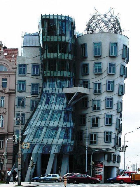 Dejojošā ēka  Atrodas Prāgā... Autors: battery Interesantākās ēkas pasaulē.