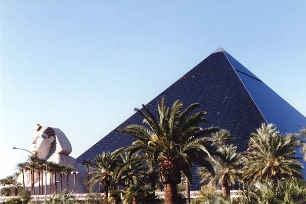 Luxor hotelis un kazino ... Autors: battery Interesantākās ēkas pasaulē.