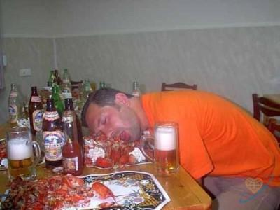 Analīzes rāda ka jūsu alkoholā... Autors: kolors 10 pazīmes ka esi baigā pālī