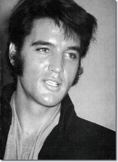 Kādēļ gan lai Elviss vēlētos... Autors: sapesprieksunasaras Patiesība vai mīts? Elviss ir dzīvs!