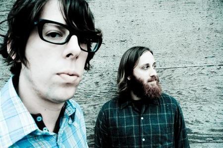 Abiem grupas dalībniekiem ir... Autors: Citronskābe Dueti rokmūzikā
