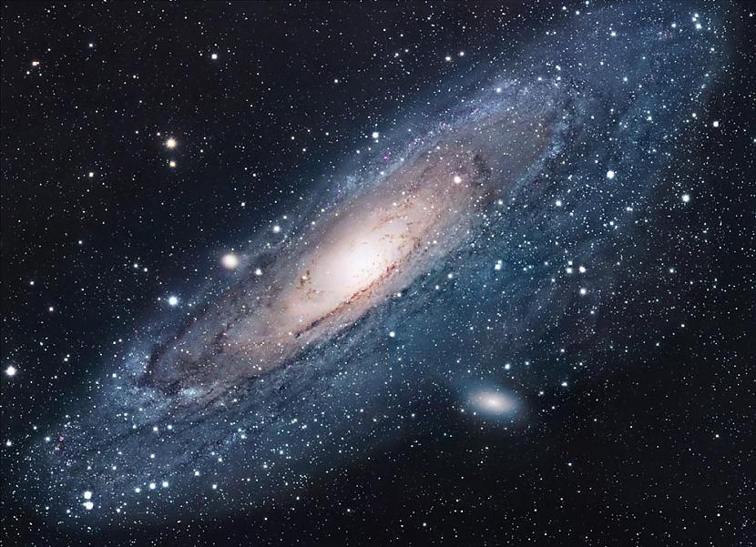 Mēs pa visumu kustamies ar... Autors: Feed me 5 interesanti fakti par visumu