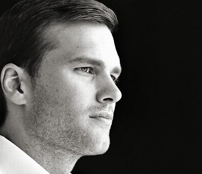 42 Tom Brady ir amerikāņu... Autors: quencher 2011.gada 49 ietekmīgākie Vīrieši