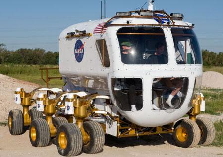 Autors: Anāls Error. Mēnessbraucējs.