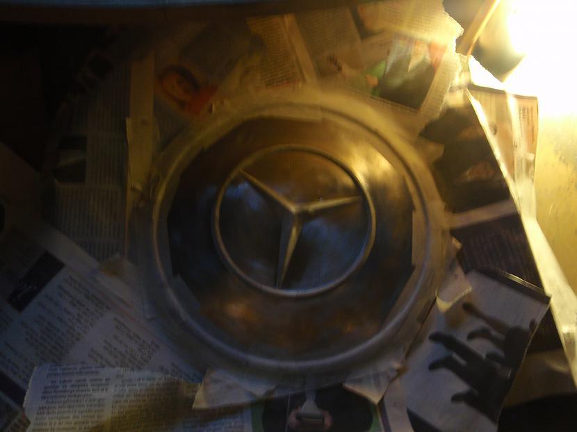 aplīmēju ar avīzēm lai... Autors: Krizix W123 Dekoratīvo disku krāsošana