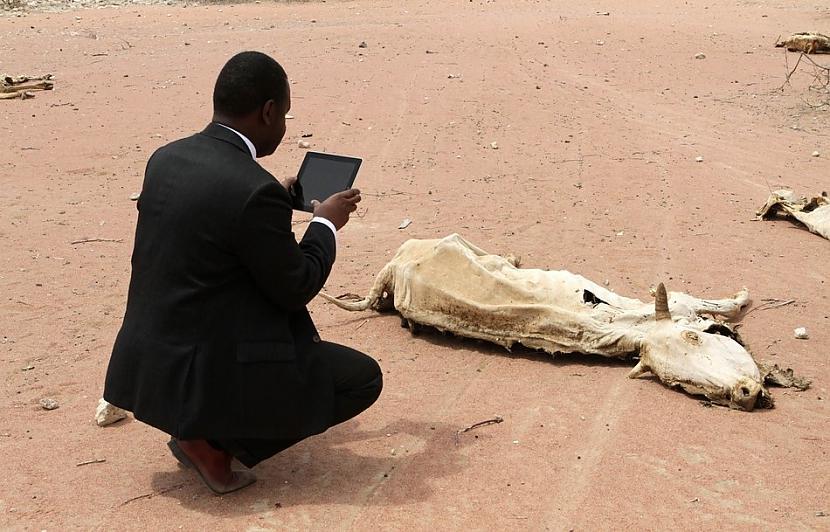 Atbalsta darbinieks izmantojot... Autors: cuchins Aizvadītā 2011 spēcīgākās bildes!