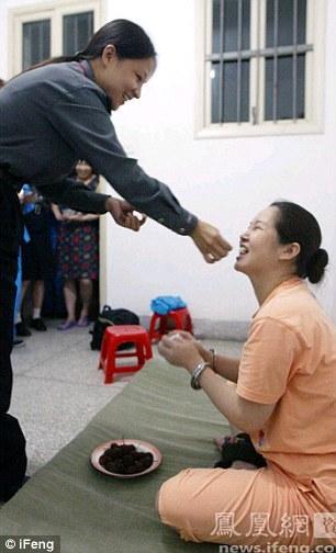Šeit ir redzams kā viens no... Autors: jumpduckfuckup Ķinas nāvessods.
