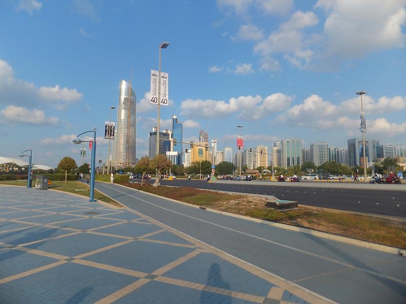 8 vieta The Landmark Būvēts no... Autors: estrella Top 10 augstākās celtnes kuras pabeigtas 2011. gadā.