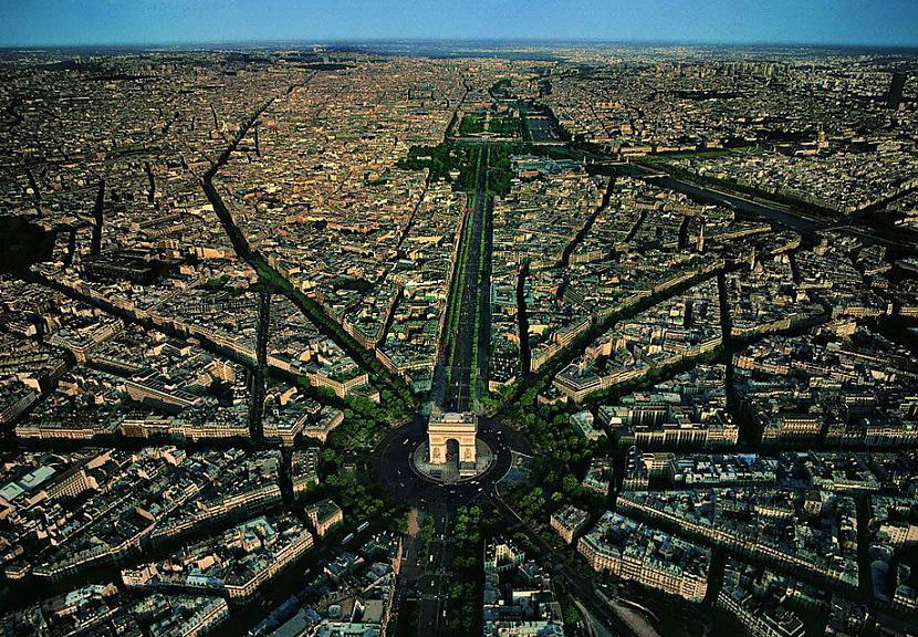Charles de Gaulle laukums... Autors: KorAva Tā izskatās mūsu mājas no augšas
