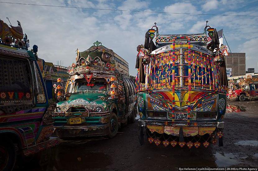 Pirmais šādi izrotātais... Autors: Administrācija Pakistānas autobusu parks