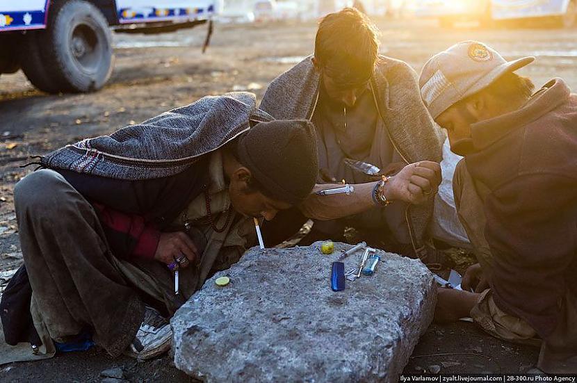 kāds lieto heroīnu        oO Autors: Administrācija Pakistānas autobusu parks