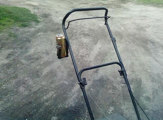 Ar šito vis gribētu pļaut zāli... Autors: DemonicCharm Praktiskais latvietis. ^^