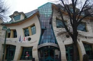 Šķība māja Sopotā Polijā  Šī... Autors: Nikon259 Dažas ļoti interesantas celtnes pasaulē