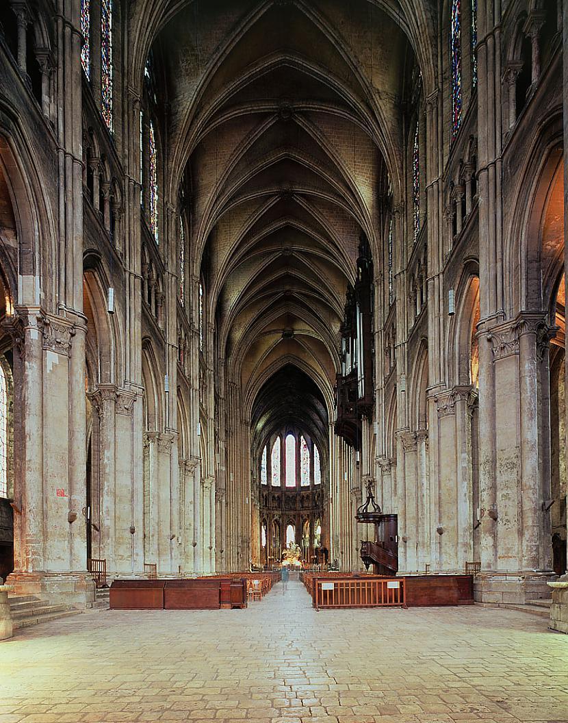 Centrālajā erkerā dominē VD... Autors: Mr Cappuccino Šartras katedrāle