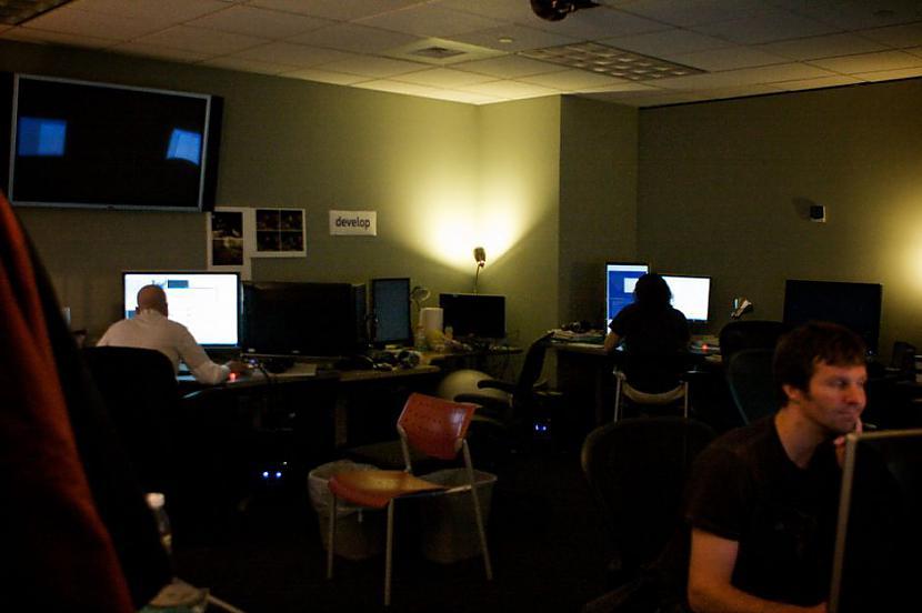 Programmētāju telpa kur viņi... Autors: Mrchair Valve software office.
