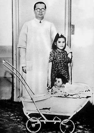 Lina ar savu ārstu un Gerardo... Autors: Grebe Jaunākā māmiņa pasaulē.