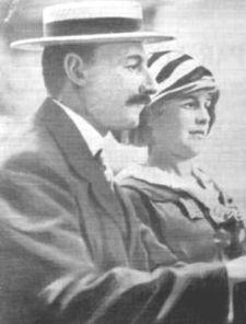 Džons Dž Astors ar sievu... Autors: Grebe Titanic pirmais un pēdējais jūrasbrauciens